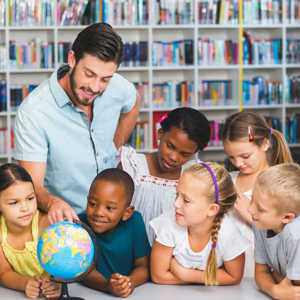 Do you want to teach English overseas or while travelling? Or maybe you would like to revamp your teaching style. Why not enroll for a TEFL course?